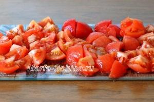 Бами с перцем_3нарезать помидоры